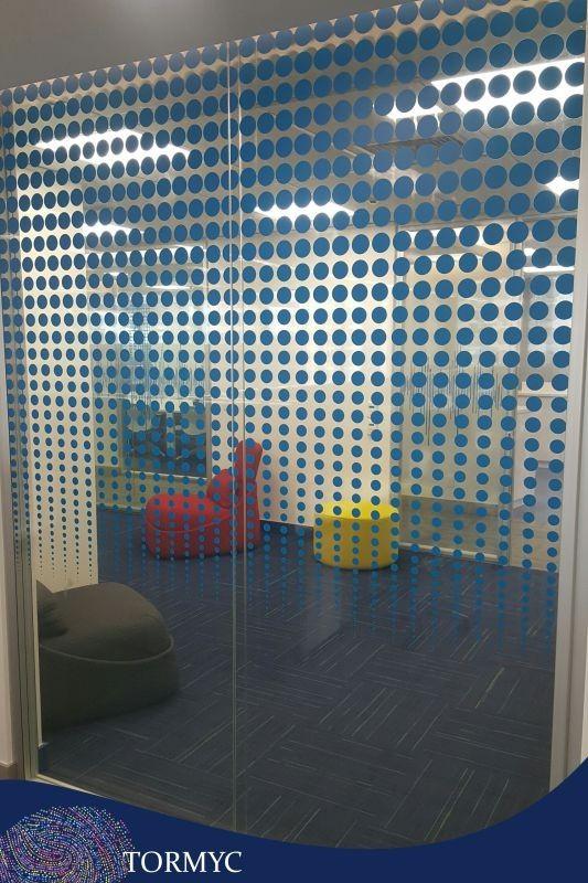 Impressão digital em vinil transparente